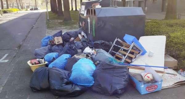 Zo afval dumpen is schandalig!!!