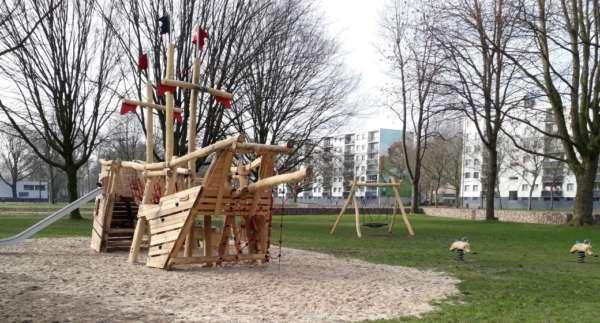 Nieuw speeltoestel in Ypelaerpark